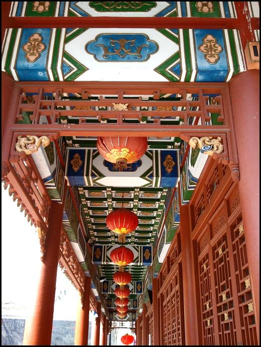 Red lanterns, lanternes rouges, chinatown, quartier chinois, Montreal, Quebec, Canada
