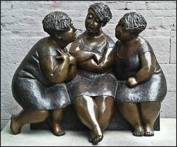sculpture, old montreal, 3 women, 3 sisters, 3 singers, 3 amigas, vieux-montreal, montreal, quebec