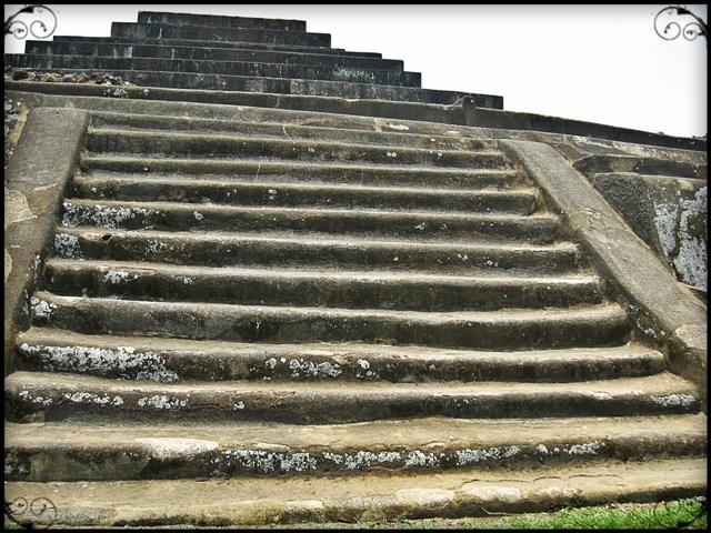 El Tazumal, El Salvador, Stairs