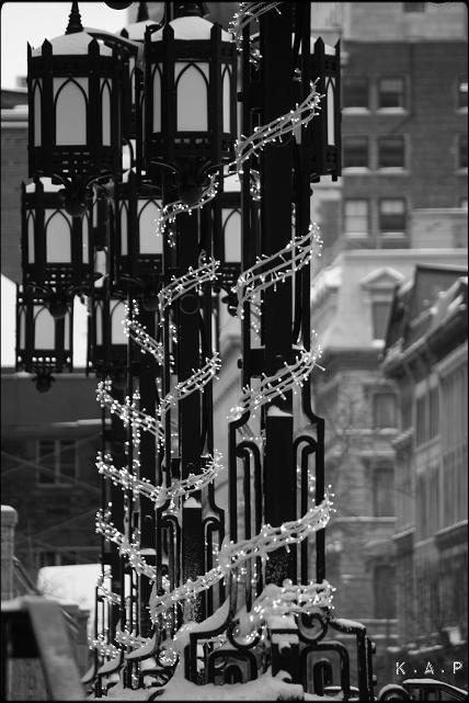 lamp posts, lampadaires, montreal, notre-dame basilica, basilique notre-dame, montreal