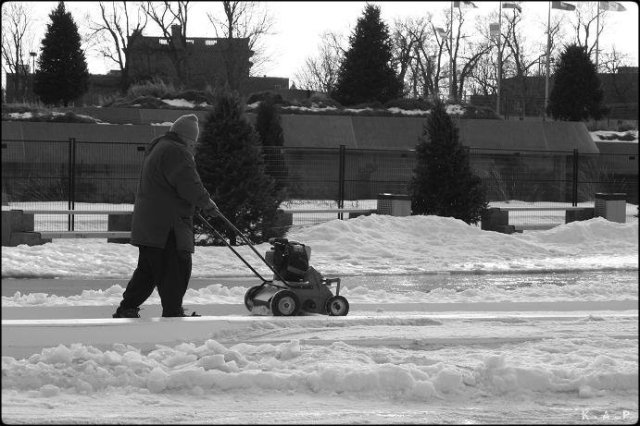 winter, montreal, hiver, man with lawnmover, homme avec tondeuse a gazon, montreal, olympic stadium, stade olympique