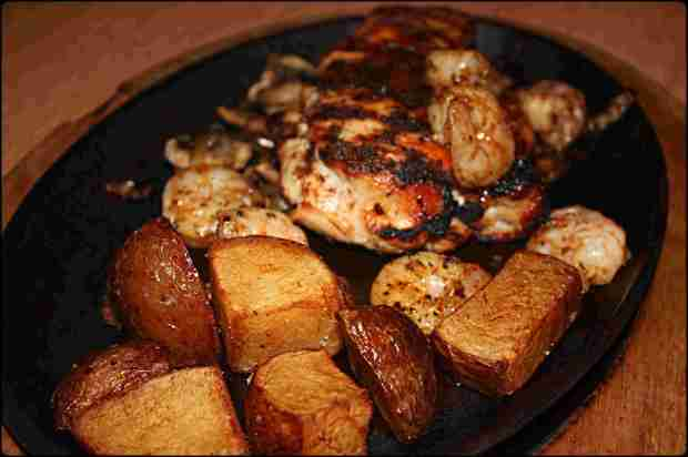 Chicken skillet with roasted potatoes, applebees, restaurant. chicken, shrimps