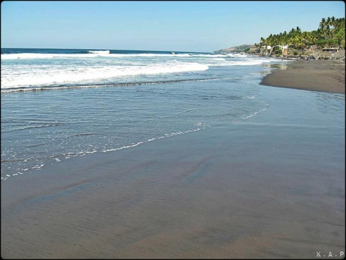 playa, El Zunzal, La Libertad, El Salvador, Central America, America Central, El Salvador, beach, playa, beachthursday, black sand, arena negra, Pacific Ocean, Oceano Pacifico, waves, water, olas, agua