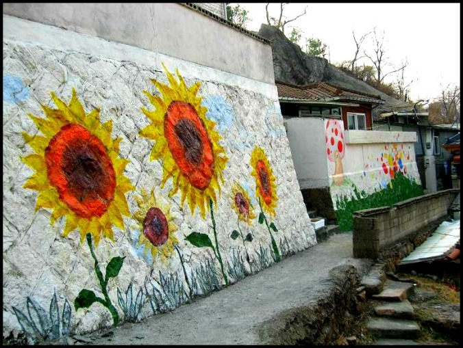 Gaemi Maeul, Ant Village, Seoul, South Korea, Art, Colorful wall, photography, mural, painting, sunflowers