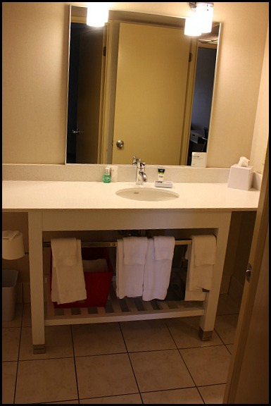 bathroom, hotel room, Four Points by Sheraton, Kingston, Ontario, hotel, hospitality, travel, SPG, Starwood