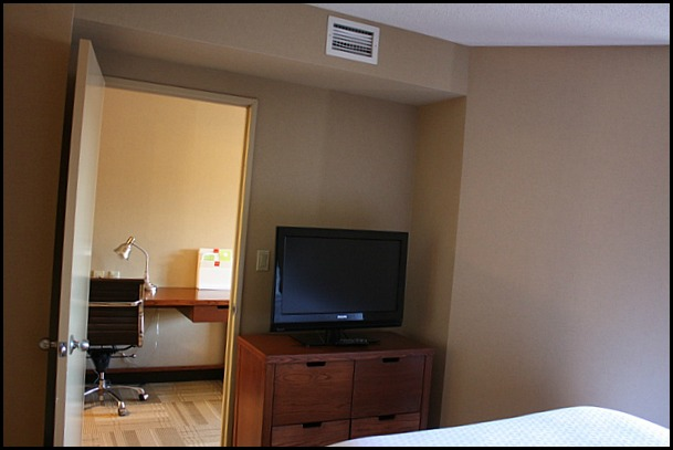 room, hotel room, Four Points by Sheraton, Kingston, Ontario, hotel, hospitality, travel, SPG, Starwood