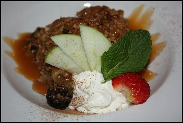 Warm Apple Crumble, dessert, sweets, apple crumble, Sir Johns Public House, Kingston. Ontario, Canada, pub