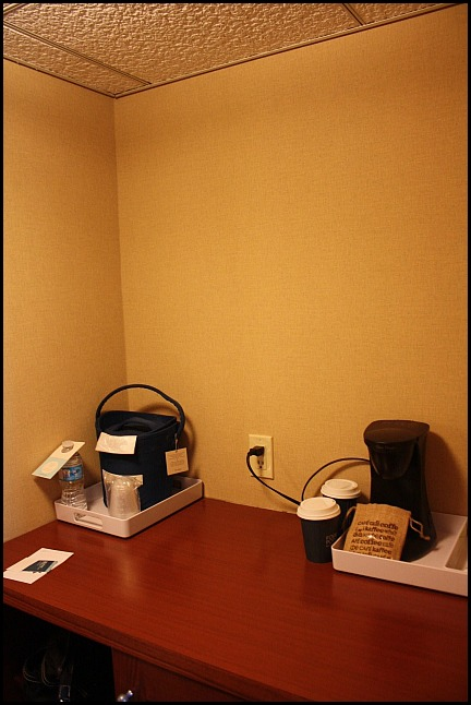 workstation, room, hotel room, Four Points by Sheraton, Kingston, Ontario, hotel, hospitality, travel, SPG, Starwood