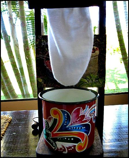 coffee drip, café chorreado, chorreado, Café Tres Generaciones, coffee, Doka Estate, Alajuela, Costa Rica, Centro America, coffee plantation