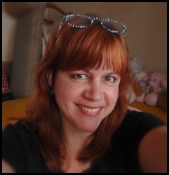 Lisa E, Chicky Bus, travel blogger, author, Magic Carpet Seduction, world traveler