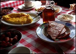 maple glazed ham, baked potatoes, Cabane à sucre, Constantin Grégoire, sugar shack, St-Esprit, Québec