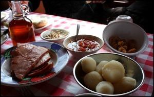 maple glazed ham, boiled potatoes, Cabane à sucre, Constantin Grégoire, sugar shack, St-Esprit, Québec