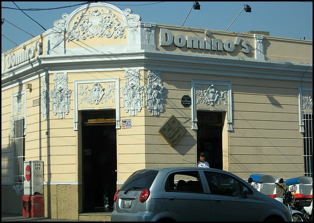 Pizzeria, Domino's, Ciudad de Guatemala, architecture, Guatemala, travel, photography