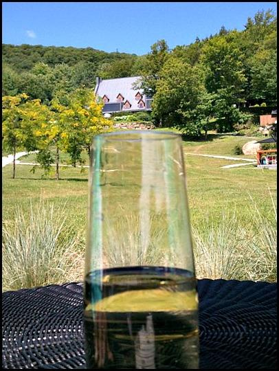champagne, champagne glass, Spa Balnéa, Balnéa Spa, Balnéa, Bromont, Quebec, Spa, relaxation, nature, Quebec, Canada, TS76