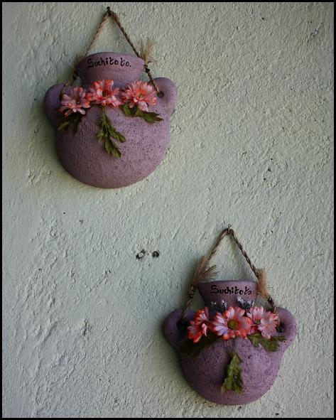 wall decor, clay pots, Suchitoto, El Salvador, travel, photography, TS76