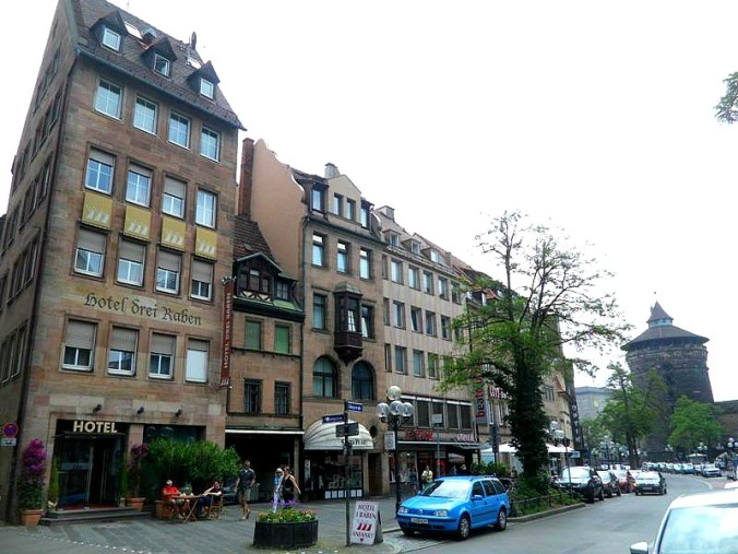 Centrally located in Nuremberg, near the main train and subway stations, Hotel Drei Raben will surprise you from the moment you walk past the doors!