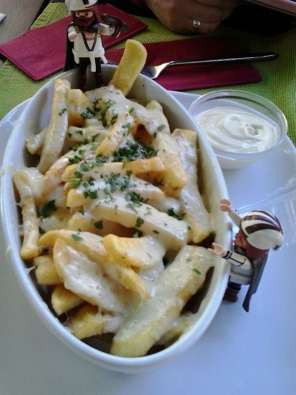 Nuremberg, Germany, Nürnberg, Deutschland, SEON bar, restaurant, fries, cheese, cheese fries, foodie, foodporn, travel, TS76