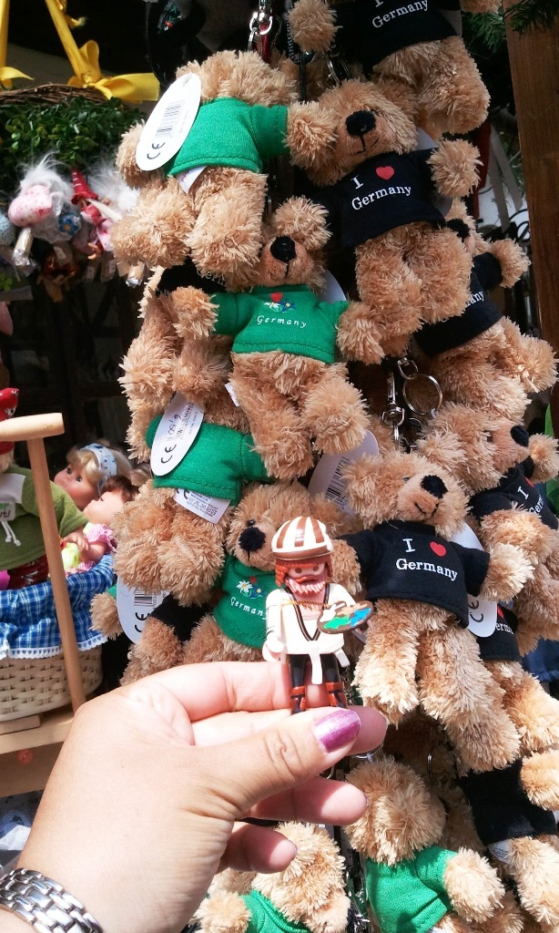 Me and My Duerer, teddy bears, souvenirs, Nuremberg, Germany, Nürnberg, Deutschland, handwerkerhof, crafts yard, travel, photography, TS76