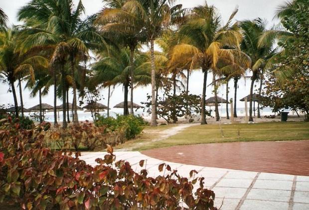 Varadero, Cuba, pathway, beach, travel, photography, TS76