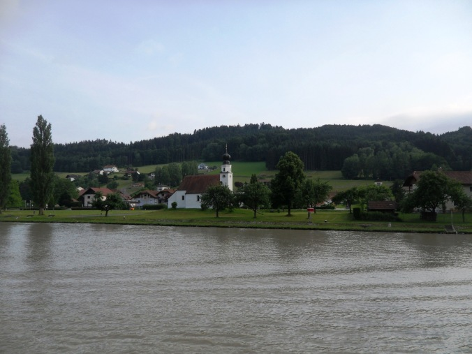 Danube, Donau, river bank, countryside, view, Passau, Germany, Deutschland, Europe, Europa, river cruise, travel, photography, visit bavaria, Bayern, TS76