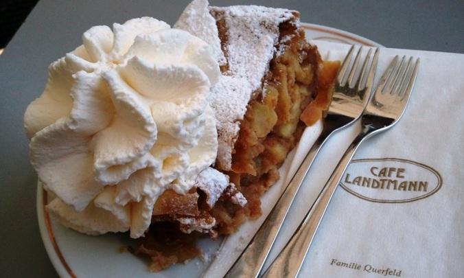 apfel strudel, apple strudel, kaffee, coffee, Café Landtmann, Vienna, Austria, coffee house, travel, photography, TS76