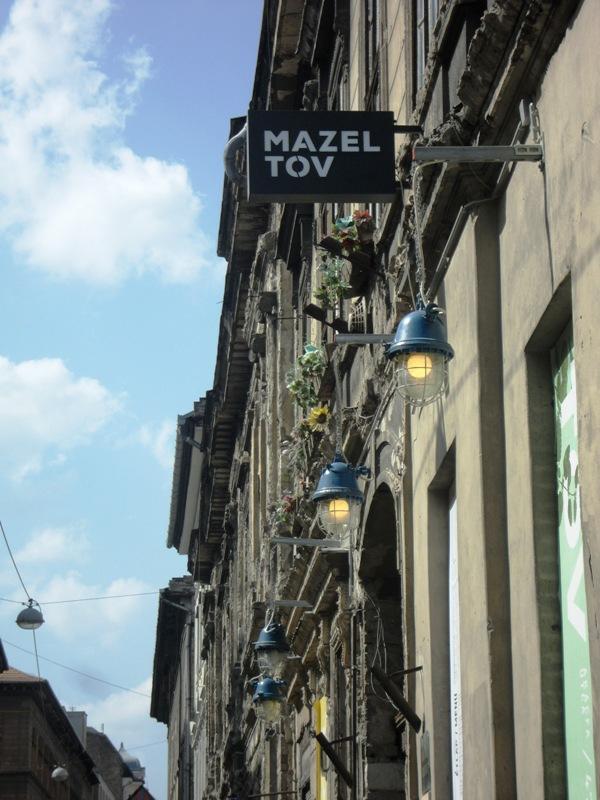 Pub, Mazel Tov Pub, Ruin Pub, outdoor café, Budapest, Hungary, travel, architecture, photography, TS76