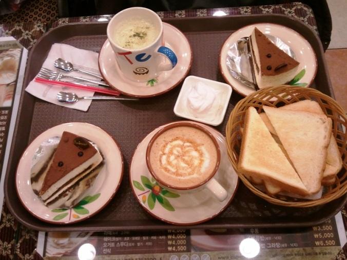 Green tea latte, caramel macchiato and cakes