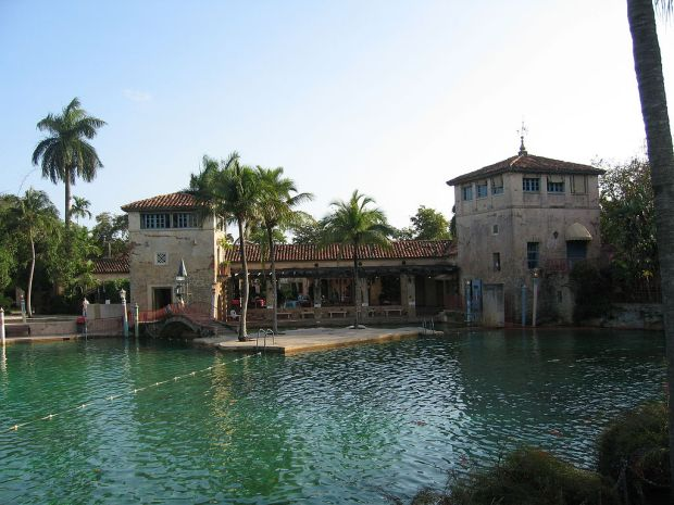 The spectacular Venetian Pool in Coral Gables, Florida is a must if you want to cool off and enjoy the benefits of water therapy.